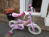 Peppa Pig 12 inch wheel bike suits 3-5 year old. Excellent condition.