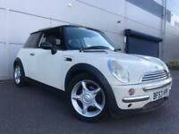 2003 53 reg MINI COOPER IN WHITE 1.6 with PAN ROOF LEATHER + FSH AND 1 YEARS MOT