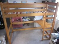 Wooden Bunk Bed Combined with Desk
