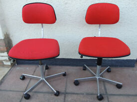 Red compct Fritz Hansen chairs (Delivery)