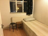 Canning Town: Large Room in Friendly Flat - 13 minutes to London Bridge Underground Station