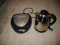 MORPHY RICHARDS SANDWICH TOASTER WITH RUSSEL HOBBS KETTLE BOTH VGC