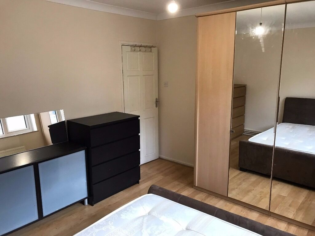 3 DOUBLE ROOM TO RENT IN HOLLOWAY ROAD ISLINGTON ZONE 2