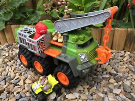 Dinosaur catcher truck with figures