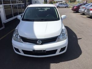 2010 Nissan Versa 1.8L/ MINT CONDITION/ CAR-PROOF ATTACHED