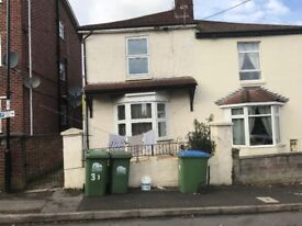 1 Bed Flat South Cliff Road **Available Now **