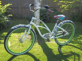 Electra Blanc et Noir Beach Cruiser Bicycle