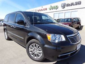 2016 Chrysler Town & Country Touring-L---LOW Kilometers--High Ri