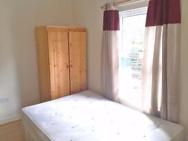 EN SUITE BEDSIT LOCATED IN LONDON ROAD WITH ALL BILLS INCLUDED