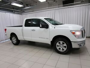2018 Nissan Titan THE TITAN OF TRUCKS!! LIKE NEW 4x4 EXT CAB 4DR