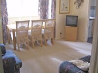 TOP FLOOR 2 BED FLAT, QUIET CUL DE SAC BETWEEN WORCESTER PARK AND CHEAM, GGE INCLUDED,UNFURN,