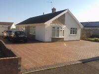 Spacious 3 bedroom furnished bungalow in Porthcawl, walking distance to sea, garage, large gardens