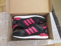 Girls Adidas Originals Trainers size 5 Black and Pink
