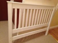 White wooden double bed in vgc