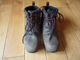 Leather walking boots size 7.