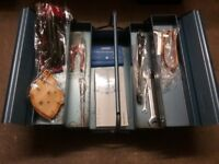 Metal tool box with tools+77pc tool kit £30