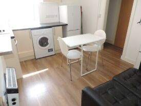 Crwys Road , Cathay`s 2 Bed First Floor Flat. Free Wifi** NO FEES** Available 1st September