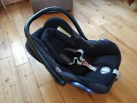 Maxi Cosi Cabriofix car seat with isofix base