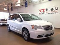 2014 Chrysler Town & Country Touring-L *Local Vehicle, No Accide
