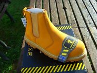 MAXSTEEL SAND SAFETY DEALER WORK/LEISURE BOOTS steel toe sizes 7 to 11 new in box £25 collect