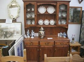 QUALITY SOLID PINE ORNATE WELSH DRESSER. 2 TOP GLAZED CABINETS.VIEWING/DELIVERY AVAILABLE