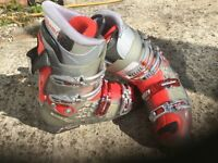 Worn-once Salmon ski boots size 28.0