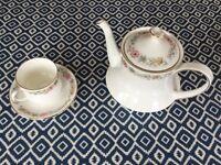 Set of Royal Albert 'Belinda' bone china