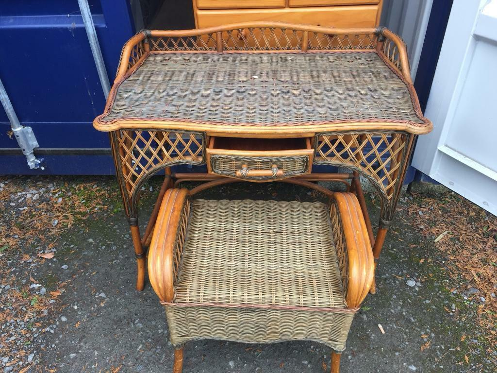 Pine wicker table and chair can deliver