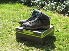 Walking boots used once only (Size : UK 4)