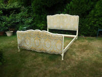 """PRETTY VINTAGE FRENCH UPHOLSTERED 'CAPITONNE' STYLE 4'6"""" DOUBLE BED FRAME"""