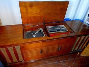 VINTAGE STEREO UNIT / 1960S / TURNTABLE / RADIO / WORKS GREAT / GORGEOUS WOOD / OAKVILLE 905 510-8720 GENUINE VINTAGE