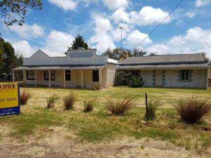 GREAT COUNTRY WEEKENDER OR GETAWAY ON APPROX 3 ACRES
