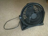 Medium black desk fan - rotatable