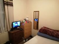 Single/Double room for 1 person in between Plaistow/ Canning Town