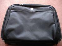 Dell professional black canvas laptop case wih numerous compartments - diagonal measurement 17 ins