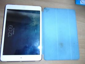mini i pad 16g in blue case with leads and box. in working order