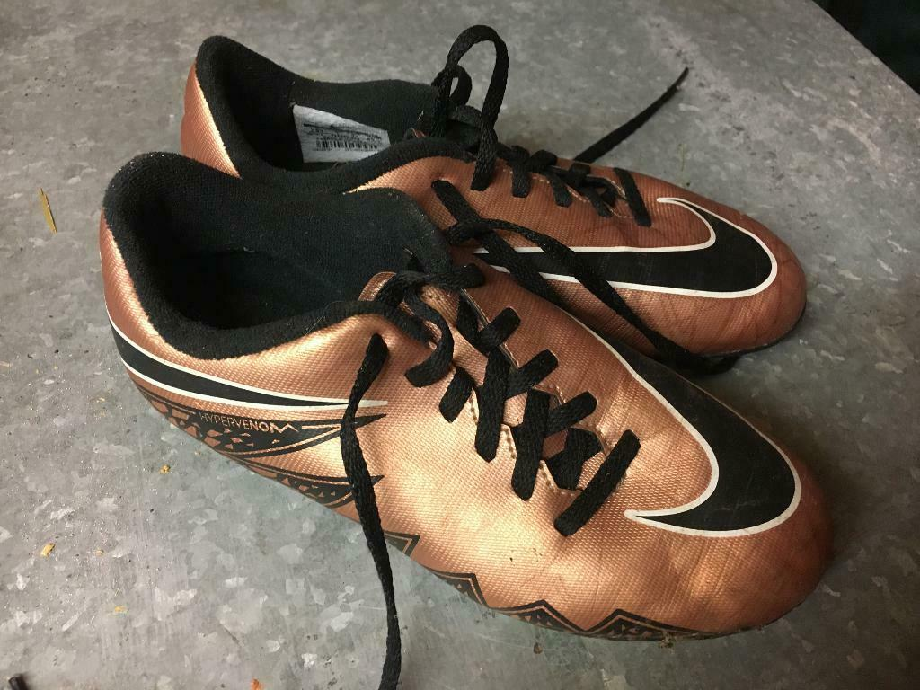 06571576f 2 images Nike Hypervenom kids size 1 football boots Sutton-in ...