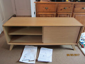 John Lewis tv unit Solid oak by Bentley designs. like new , Solid construction , very clean no marks