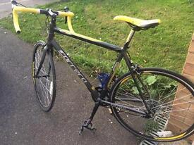 Men's Road Bike, As New!!!