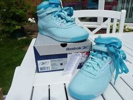 REEBOK Ladies Turquiose high ankle trainers, with velco and laces. size 5/6