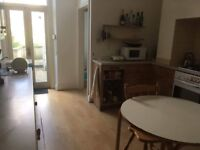 Large 2 bedroom garden flat with 26' x 13' living room.1 minute to Montpellier train station.