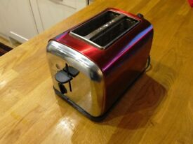 Working 2 slice toaster, metallic red