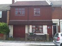 5 bed house - available today!