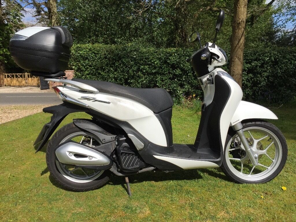 honda sh mode 125 scooter low mileage in thatcham. Black Bedroom Furniture Sets. Home Design Ideas
