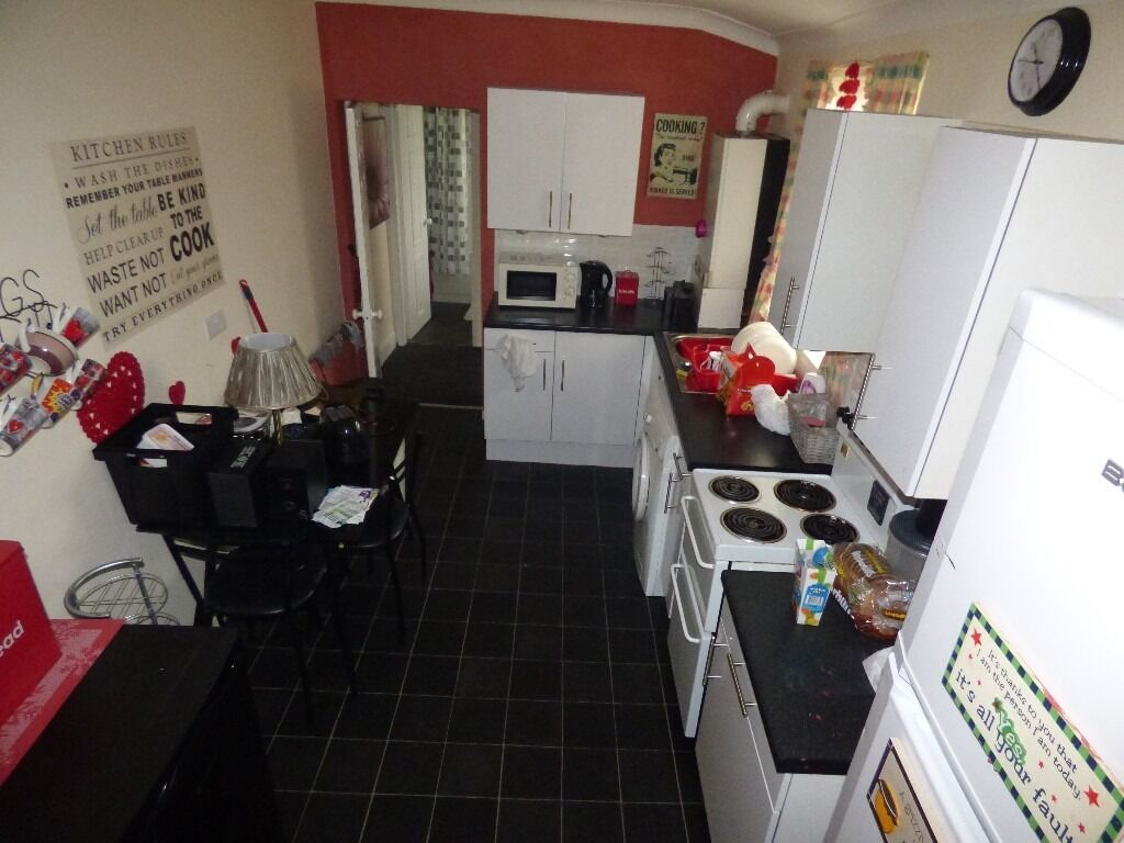 Windy Nook, 2 Bed Immaculate Upper Flat. Large living room. Unfurnished.No Bond!DSS Welcome!
