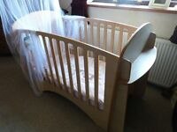Superb Lindam Cot Very Solid, Reliable Easy Construction So Nothing To Go Wrong Lovely Condition