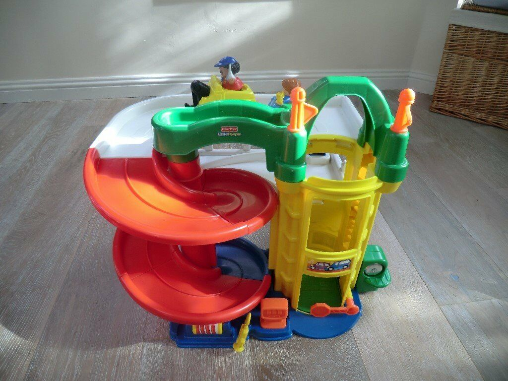 Fisher Price Little People garagein Barnton, EdinburghGumtree - Fisher Price Little People Racin Ramps Garage includes 2 cars and 2 characters for sale. Retails at £35 . In good condition. For age 1 3 although my 5 year old still enjoys playing with it!