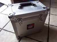 DJ solid metal case & approx 100x records dj vinyls, dance, oldskool, trance and more , top tunes