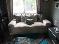 Beautiful 3 seater couch L@@K