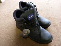 Black Safety Boots - NEW - Size 11